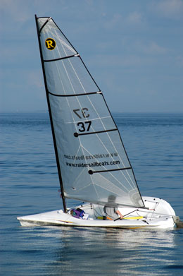 Boat Test: Raider Daysailer Delivers Speed and Fun